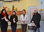 Работливите коледни джуджета на гости в ЦДГ Гниляне