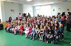 Подаръци за послушните деца от село Чепинци