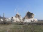 Разрушаването на кулите на бившата ТЕЦ в индустриалната зона на квартал Курило